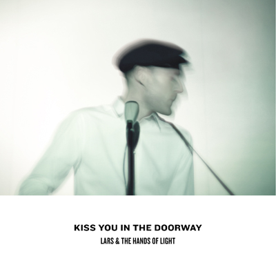 Kiss You In The Doorway_single)02